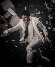 Liam Lane in Fuerzabruta